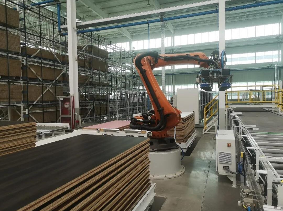 AUTOMATIC WAREHOUSING KUKA ROBOT WOOD PANEL SORTING CELL DESTACKING